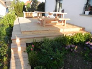 Terrasse - entworfen und gebaut vom Sägewerk Barthel in Donnersdorf.